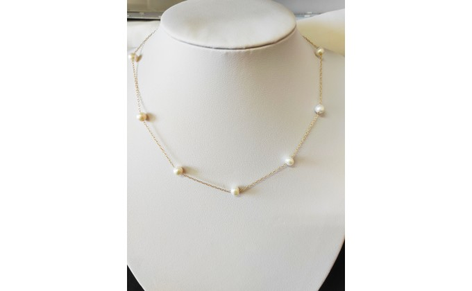 Silver necklace pearl